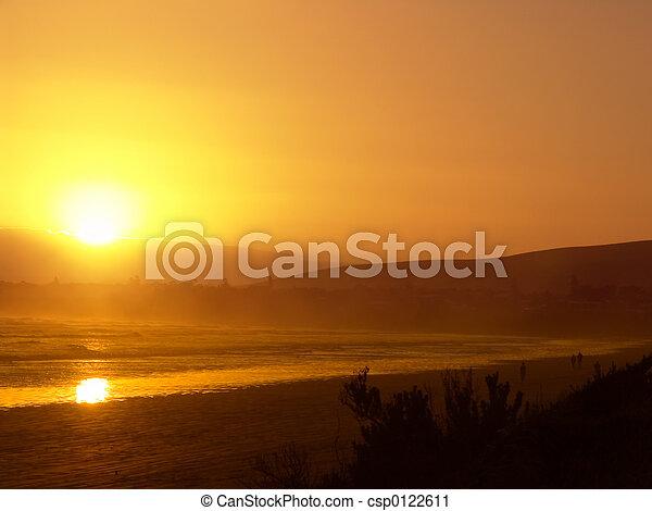 Ocaso de playa naranja - csp0122611