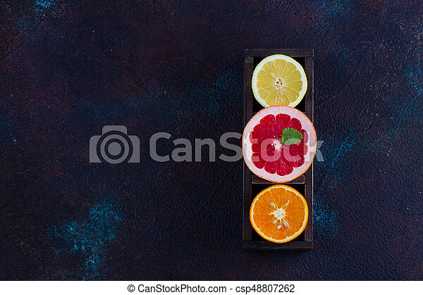 Naranja, limón y pomelo - csp48807262