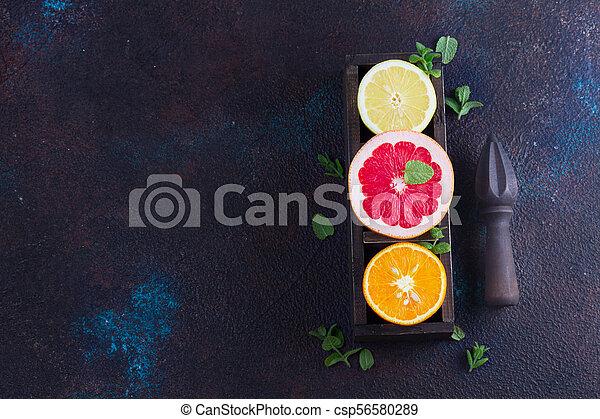 Naranja, limón y pomelo - csp56580289