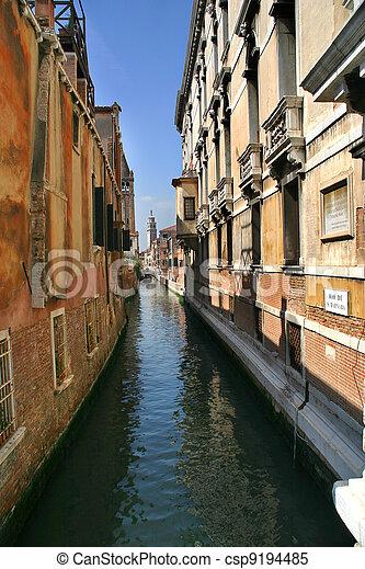 Narrow canal. Venice, Italy. - csp9194485
