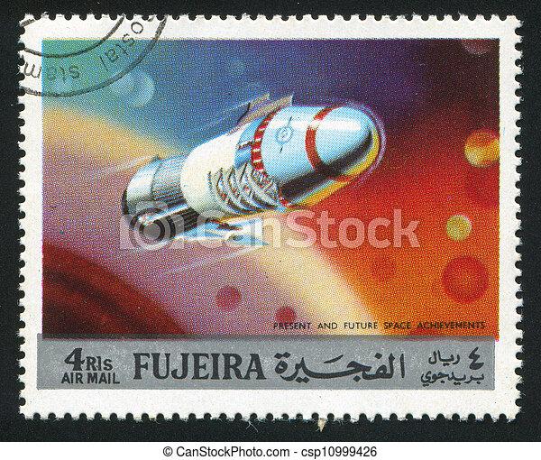 Nave espacial - csp10999426