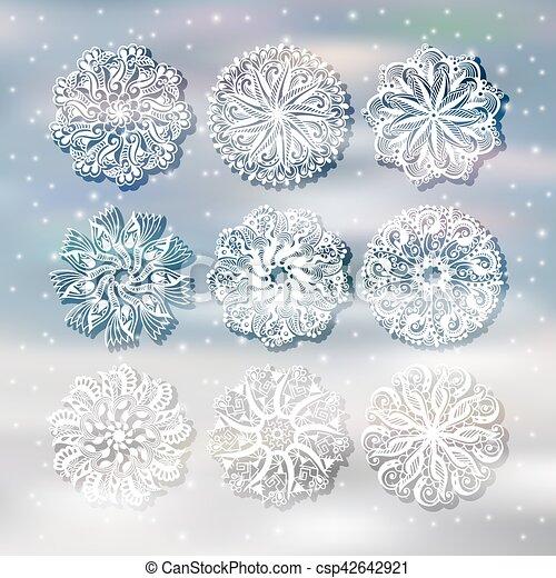 Copo de nieve de Navidad con una decoración de sombra puesta en el backgro de nieve - csp42642921