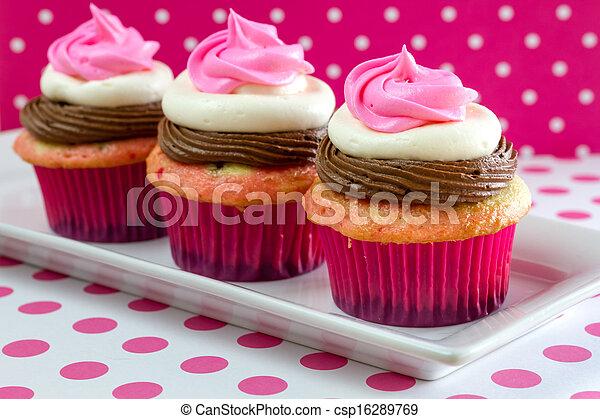 Neapolitan Cupcakes - csp16289769