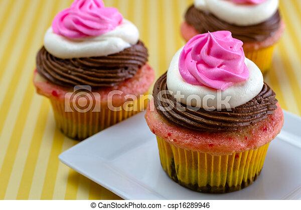 Neapolitan Cupcakes - csp16289946