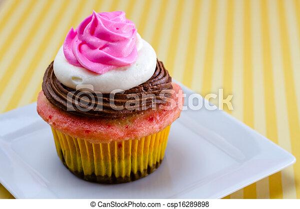 Neapolitan Cupcakes - csp16289898