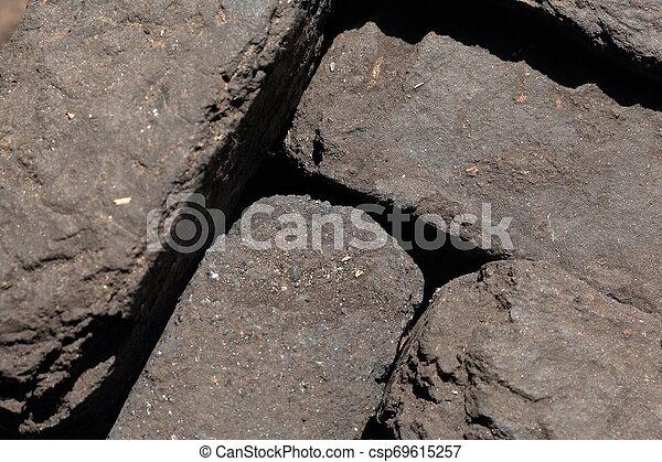 Briquette apilado cerca. Primer plano. Vista desde arriba. - csp69615257