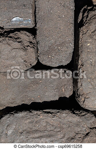 Briquette apilado cerca. Primer plano. Vista desde arriba. - csp69615258