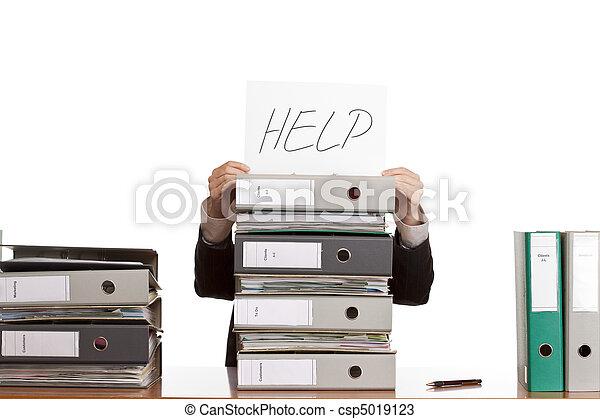 La mujer de negocios necesita ayuda para manejar el trabajo. Aislado de fondo blanco. - csp5019123