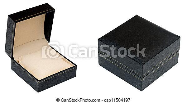 Cerca de una caja negra de fondo blanco - csp11504197