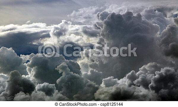 Nubes negras de tormenta - csp8125144