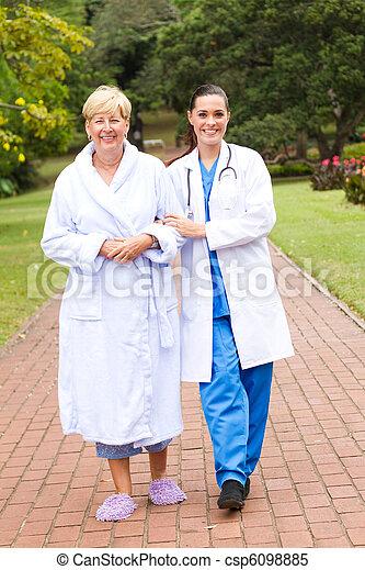 nehmen, älter, draußen, patient, krankenschwester - csp6098885