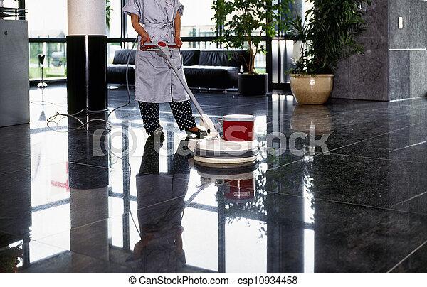 nettoyeur, femme, plancher, uniforme, bonne, adulte, couloir, passe, nettoyage - csp10934458