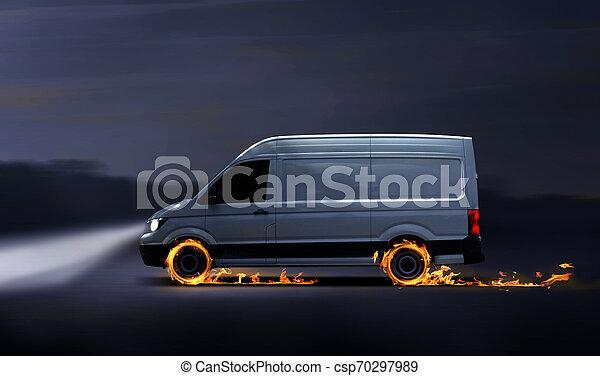 Una furgoneta de reparto rápida con neumáticos quemados - csp70297989
