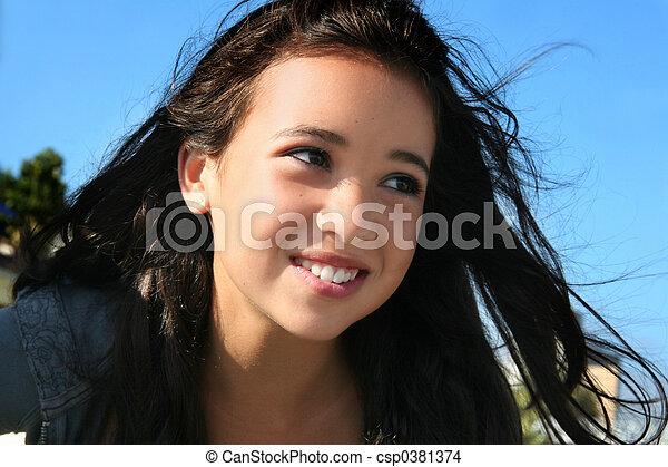Feliz chica asiática - csp0381374