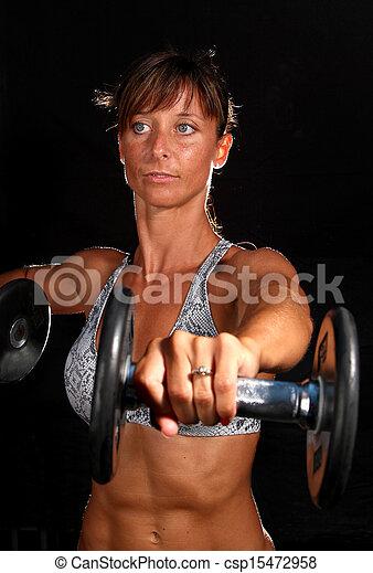 Una chica atractiva haciendo ejercicio - csp15472958