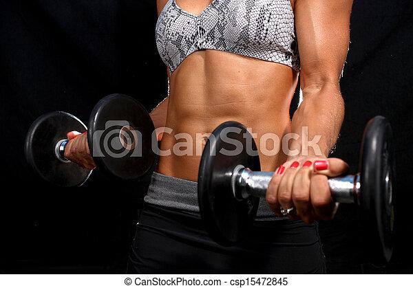 Una chica atractiva haciendo ejercicio - csp15472845