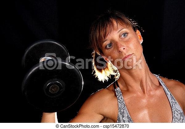 Una chica atractiva haciendo ejercicio - csp15472870