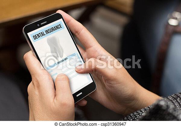 Seguro dental de la chica de la calle - csp31360947