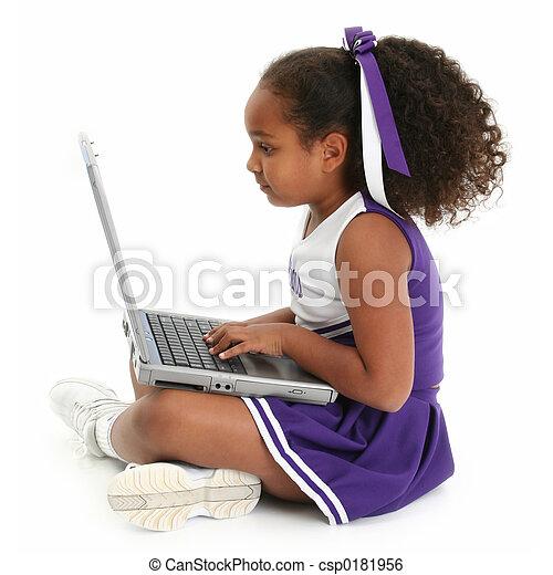 Una computadora infantil - csp0181956