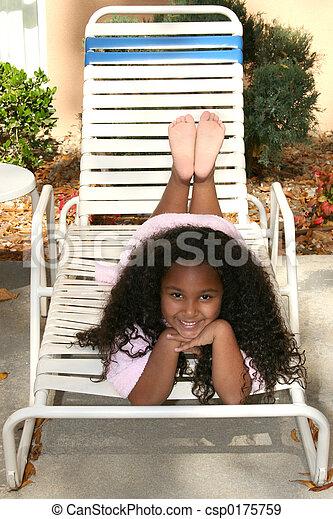 Una niña fuera - csp0175759