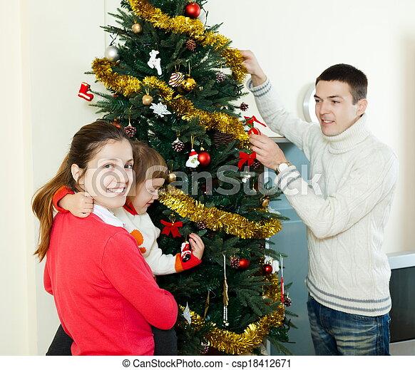 Chica y chico con su bebé en casa - csp18412671