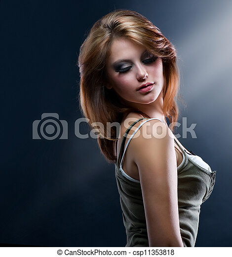 Chica bailarina de moda - csp11353818