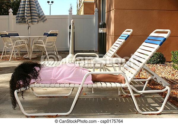 La chica de la piscina - csp0175764