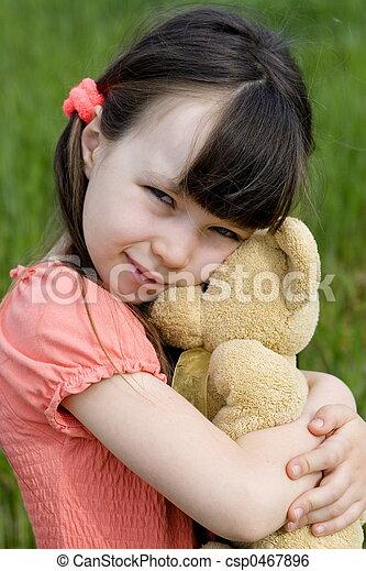 Chica con oso - csp0467896