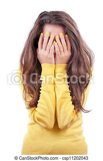 La chica esconde su cara - csp11202043
