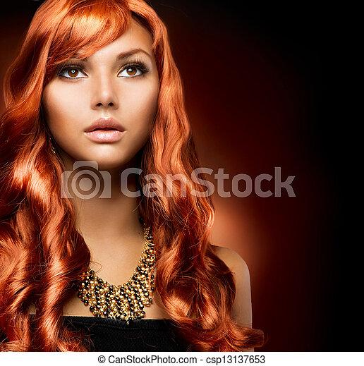 Retrato de una hermosa chica con cabello rojo saludable - csp13137653