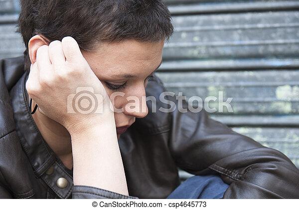 Chica preocupada - csp4645773