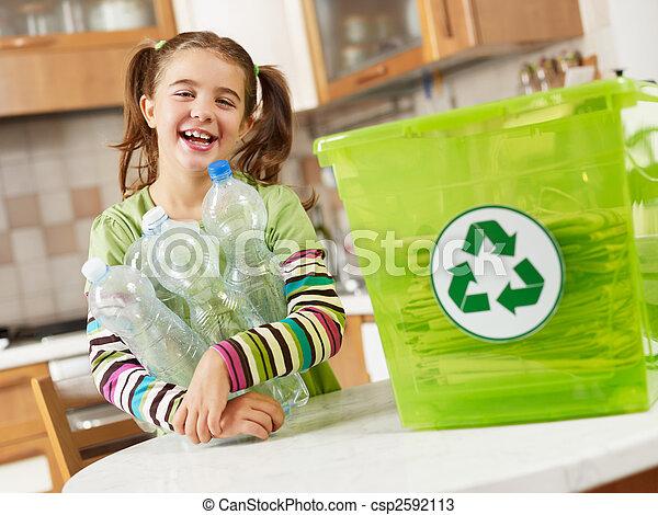 niña, reciclaje, botellas, plástico - csp2592113
