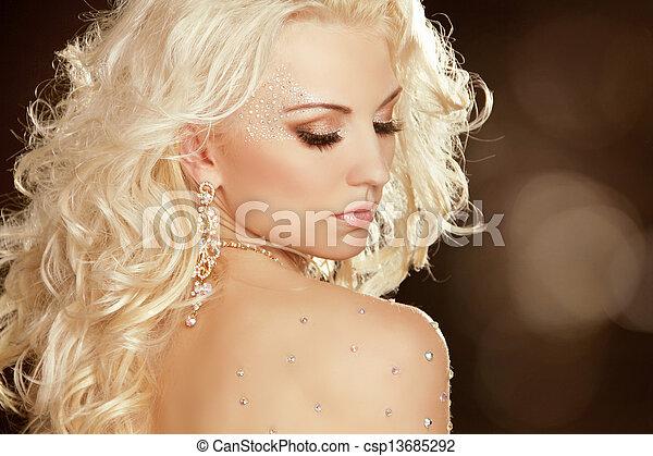 Un retrato de mujer de la moda - csp13685292