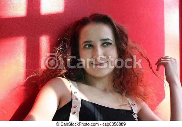 Chica en rojo - csp0358889