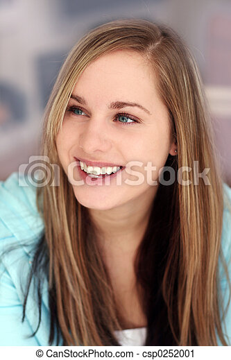 Chica sonriente feliz - csp0252001