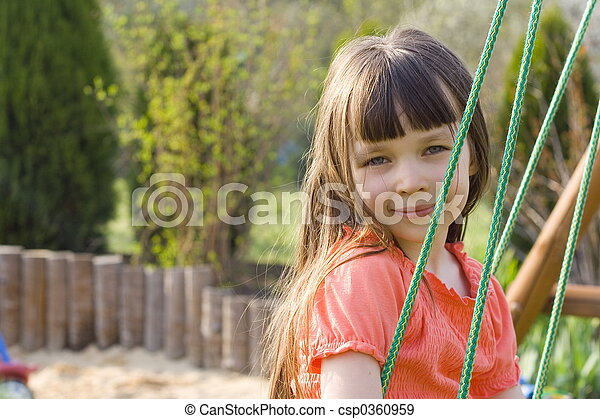 Chica sonriente - csp0360959