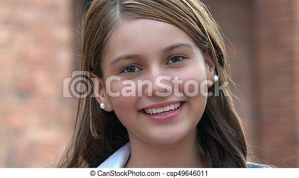 Chica sonriente - csp49646011