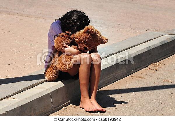 La joven sufre de violencia doméstica - csp8193942