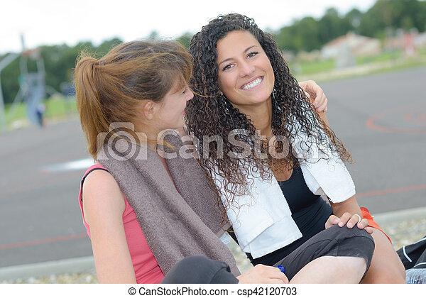 Chicas haciendo ejercicio - csp42120703