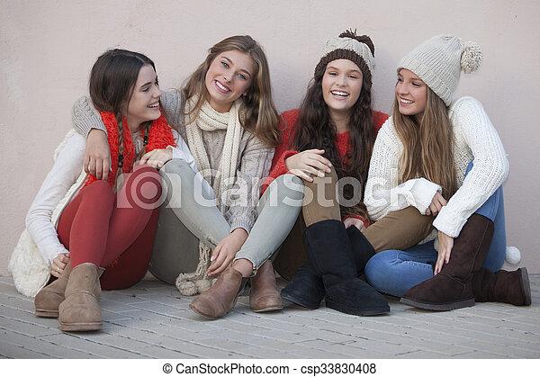 Grupo de colegialas felices - csp33830408