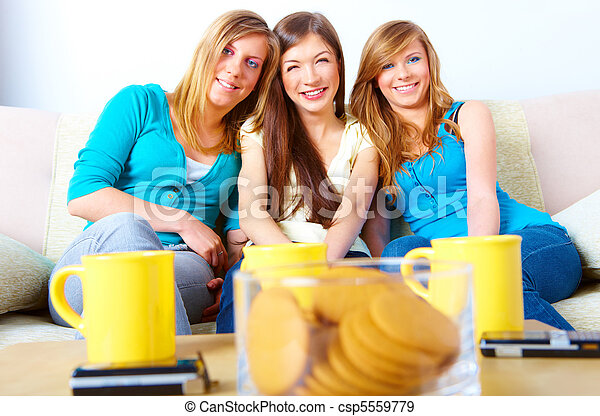 Hermosa reunión de chicas - csp5559779