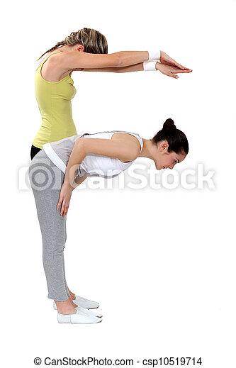 Dos chicas haciendo yoga - csp10519714