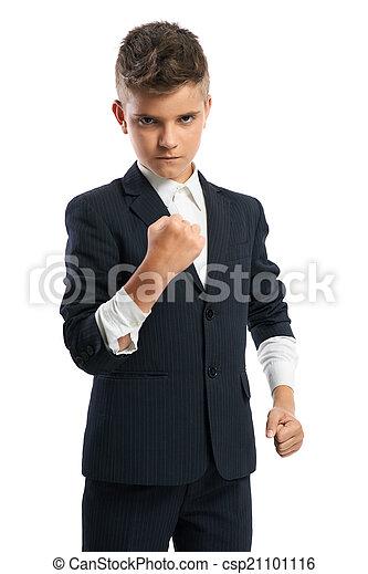 Chico malvado mostrando su puño - csp21101116