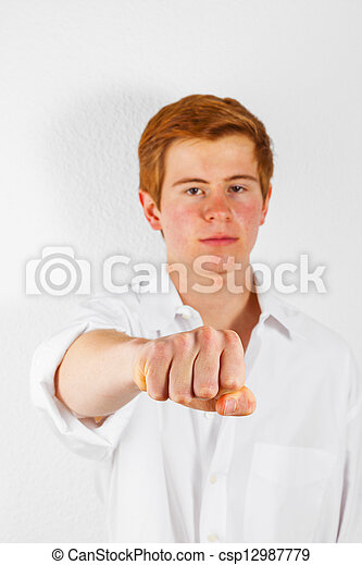 Chico mostrando su puño - csp12987779