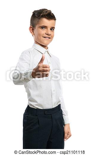 Chico feliz mostrando pulgares hacia arriba - csp21101118