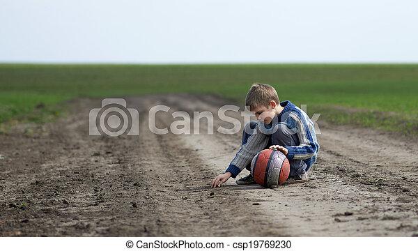 El adolescente elige su terreno - csp19769230
