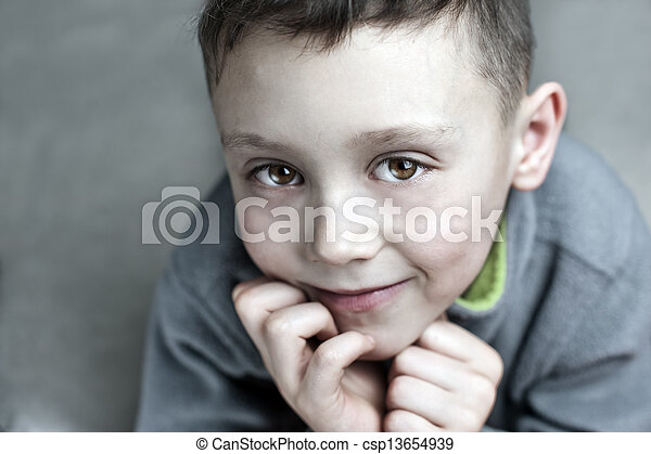 niño - csp13654939