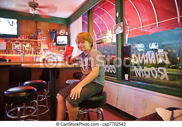 Chico en un bar - csp7702543