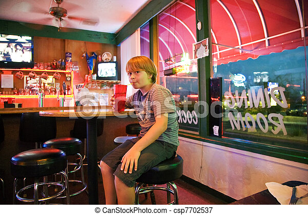Chico en un bar - csp7702537