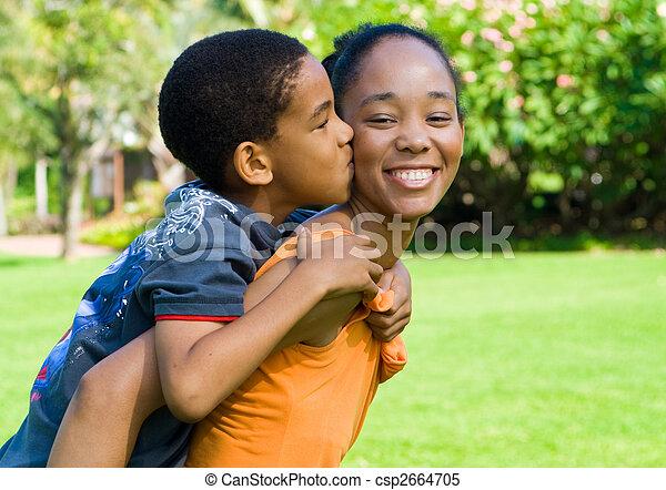 niño, beso, madre - csp2664705